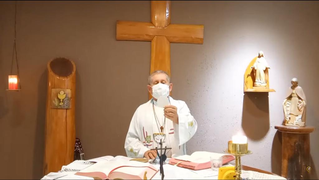 Dom Vilsom Basso, na Missa em Seu Lar